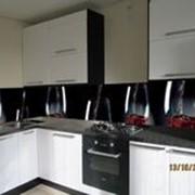 Кухня с фотофасадом (бокалы) фото