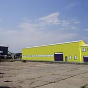 Хранение товаров в крытых складских помещениях. Обработка груза. Складские услуги. фото