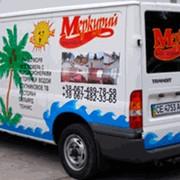 Реклама на мини-автобусах и такси фото