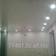 Установка светильников и подсветки. Натяжные потолки фото