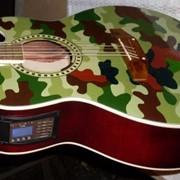 Вставка звукоснимателя в акустической гитаре фото