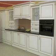 Кухня белая, дерево фото