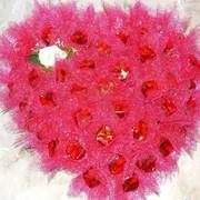 Сердце из конфет фото