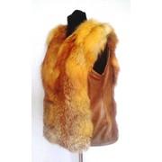 Женские жилетки из меха рыжей лисы фото