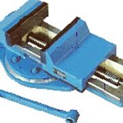 Тиски слесарные и станочные для закрепления деталей при механической обработке на металлорежущих станках сверлильно-фрезерной группы, верстаках фото