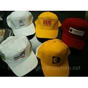 Печать логотипа на кепках бейсболках фото