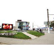 Реклама на видеоэкране возле ТРЦ Караван фото