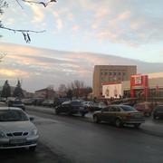 Раздача листовок на перекрестках города. фото