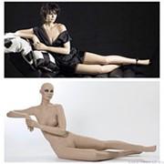 Манекен женский реалистичный телесный, с макияжем (парик отдельно), для одежды в полный рост, лежачий, торс приподнят. MD-Gold 10 фото