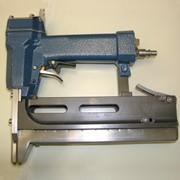 Оборудование для установки пластиковых этикеток на продукт фото