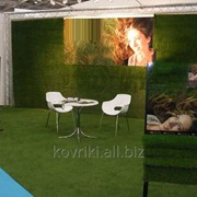 Искусственная трава для выставки и рекламных стендов фото
