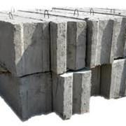 Фундаментные блоки плиты кольца лес кирпич щебень фото