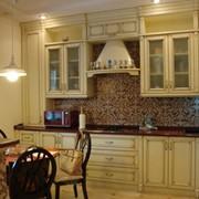 Кухни и барные стойки из натурального дерева фото