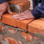 Кирпичная кладка стен из кирпича или пеноблоков (строительство домов) фото