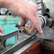 Ремонт инструмента для строительных работ. фото