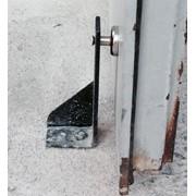 Магнитный держатель для дверей фото