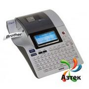 Принтер этикеток Brother PT-2700VP термо 180 dpi, LCD, USB, отрезчик, блок питания, кабель, граф. иконки, в кейсе, PT2700VPR1 фото