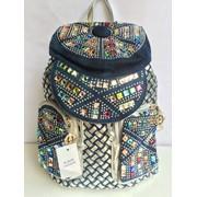 Женский рюкзак в камнях фото