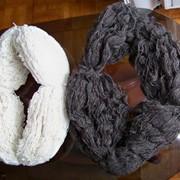 Пряжа чисто шерстяная. Нить шерстяная ручной работы. 100% шерсть. Цвет черный, белый. Текстильные материалы фото