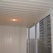 Монтаж балконного потолка фото