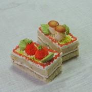 Пирожное бисквитное со сливочным кремом фото