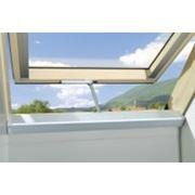 Мансардные окна FAKRO FTU-V U3 Electro деревянное фото