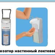 Дозатор мыла настенный локтевой. Дозатор жидкого мыла настенный фото