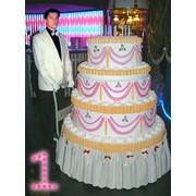 В подарок огромный торт с сюрпризом внутри. Большой Юбилейный и Свадебный ТОРТ с сюрпризом внутри! Мальчишник, Девичник! фото