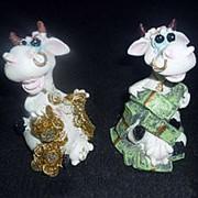 Сувенир Белый бык с деньгами 8см 1/4 фото