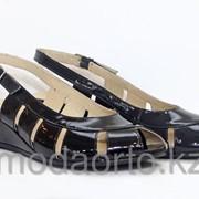 Босоножки из натуральной лакированной кожи 6120 черный Lady Comfort фото