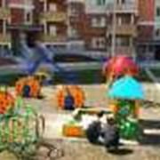 Установка детского игрового оборудования на площадках фото