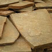 Камень желто-коричневый плитняк фото