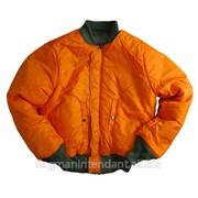Зимняя куртка оранжевого цвета фото