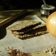 Хлебцы сыроедческие Луковка фото