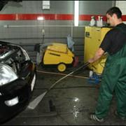Ручная мойка кузова автомобиля, с покрытием воском и сушкой, мойков ковриков и дверных проемов. фото