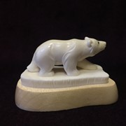 Миниатюра Белый медведь. Резная кость. Миниатюра. фото