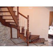Лестница с контрастной покраской балясин фото