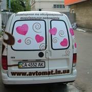 Оформление автомобиля рекламной пленкой. фото