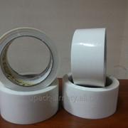 Клейкая упаковочная лента белая фото
