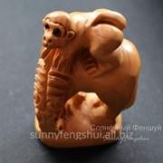 Сувенир обезьянка на лошади - символ карьерного роста и успеха в делах, нэцке фото