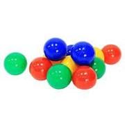 Пластиковые шары разных цветов фото