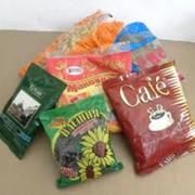 Ручная упаковка сыпучих продуктов питания фото