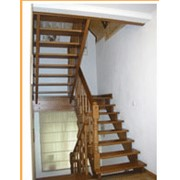 Лестница на деревянных косоурах фото
