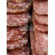 Колбасы, сосиски, сардельки говяжьи, Колбасы, сосиски, сардельки свиные, Колбасы копченые, Колбасы вареные, Мясо и дичь обработанные и консервированные фото
