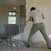Демонтаж бетонной стены фото