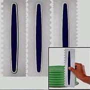 Пластиковый скребок для оформления боковин торта фото