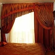 Комбинированный ламбрекен, услуги по пошиву, пошив штор, ламбрекенов, покрывал, подушек, разработка эскизов моделей штор, профессиональный пошив штор. фото