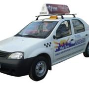 Реклама на автомобилях такси фото