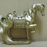 Конь в доспехах на серебряной подставке, арт. 8055 фото