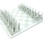 Шахматы с рюмками фото